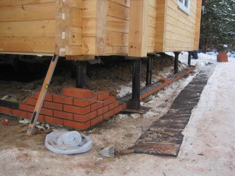 Поднять дом на фундамент, как поставить дом на сваи
