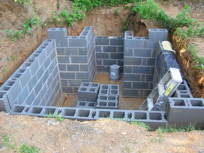 Стены погреба из бетонных конструкций