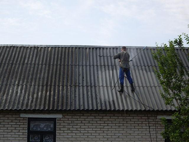 Подготовка шифера на крыше к покраске