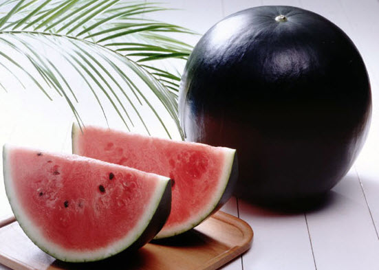 Черный арбуз - самая дорогая в мире ягода