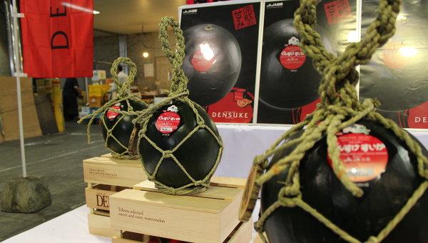 Черный арбуз сорта Дэнсукэ
