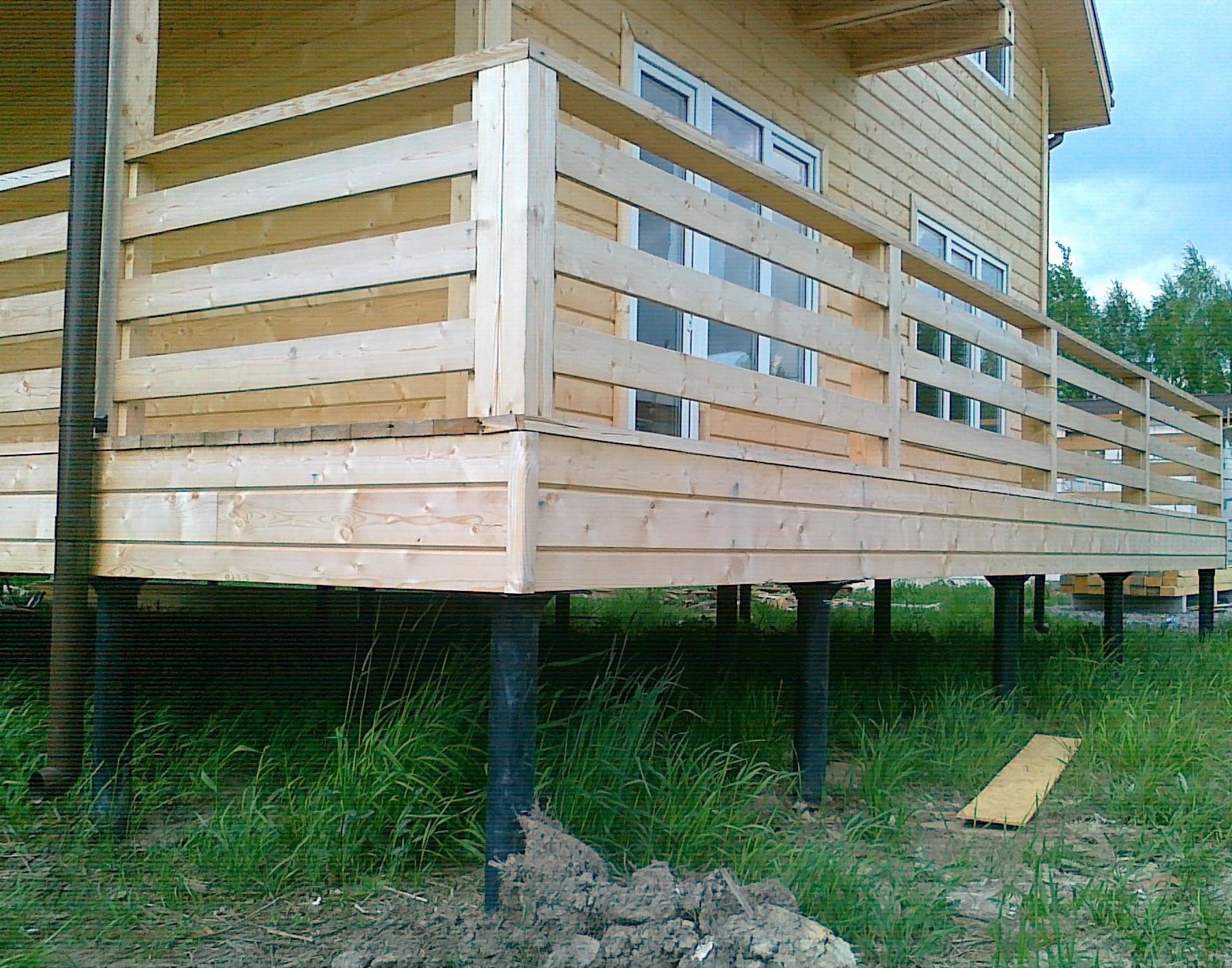 Дом из бруса на свайно винтовом фундаменте для избежания затопления