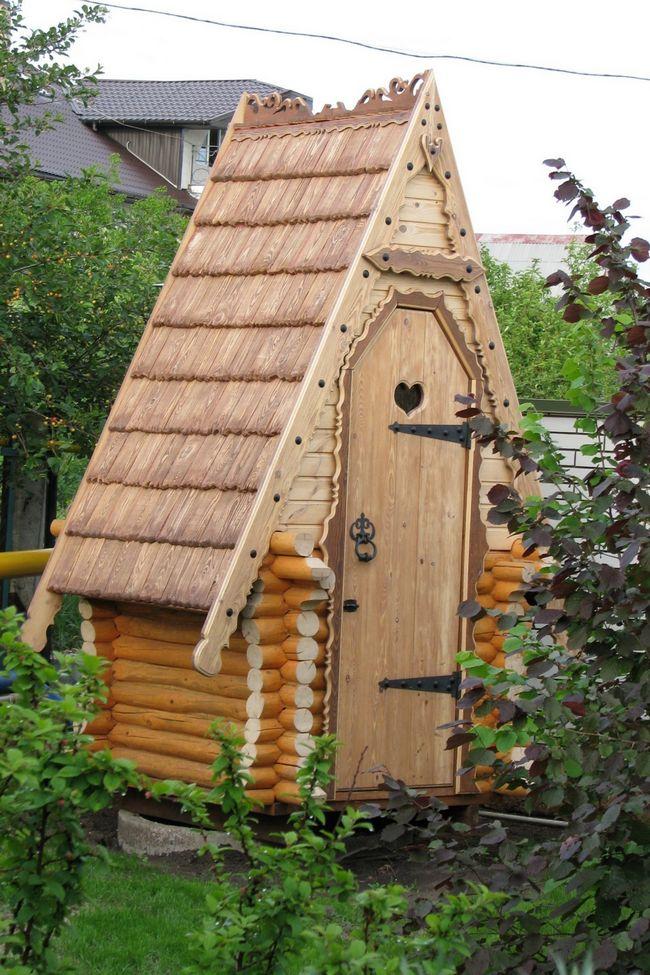 Как правильно выбрать тип крыши дачного туалета