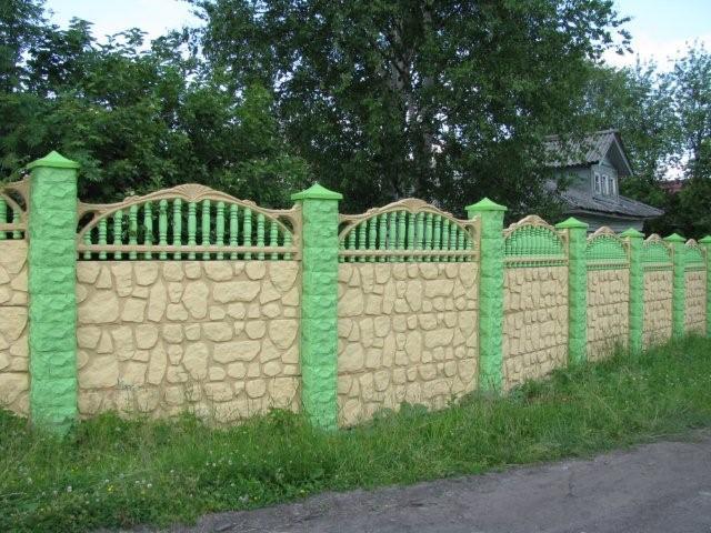 Как самостоятельно покрасить бетонный забор на даче