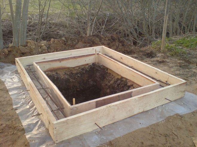 Как залить ленточный фундамент для дачного туалета
