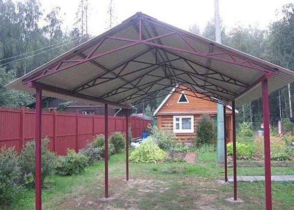 Монтаж навеса из профнастила с двухскатной крышей