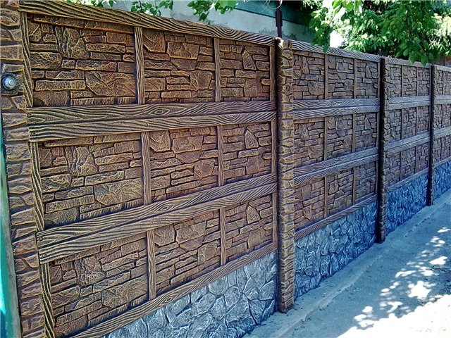 Покраска бетонного забора с отделкой под камень