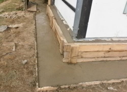 Современные технологии укрепления фундамента кирпичного загородного дома - железобетонная «рубашка»