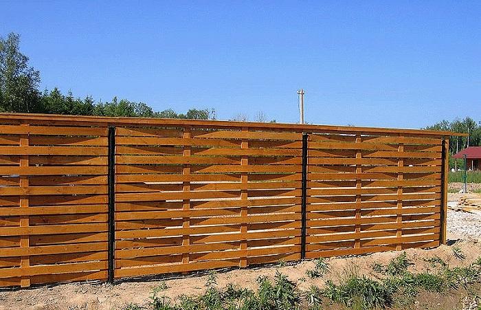 Забор из подручных материалов - плетеный забор из досок