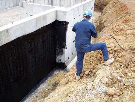 Зачем необходима гидроизоляция фундамента частного дома