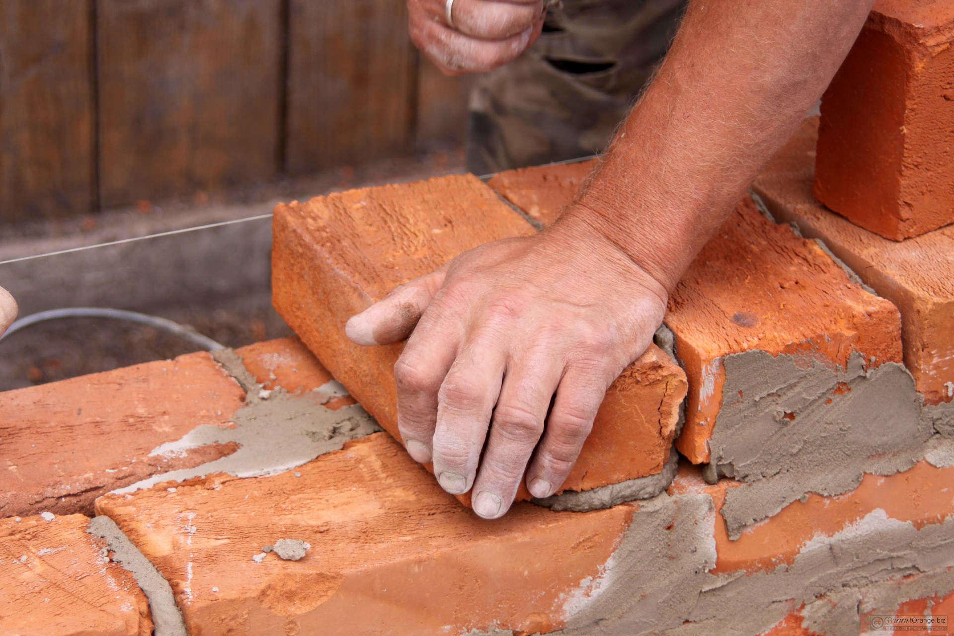 Какую толщину стен выбрать при строительстве погреба из кирпича
