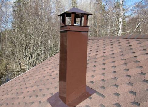Отделка дымохода на крыше оцинкованным металлом, покрытым полимером