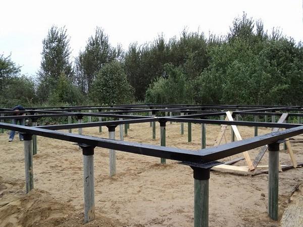 Преимущества использования свайного основания для устройства фундамента на болоте