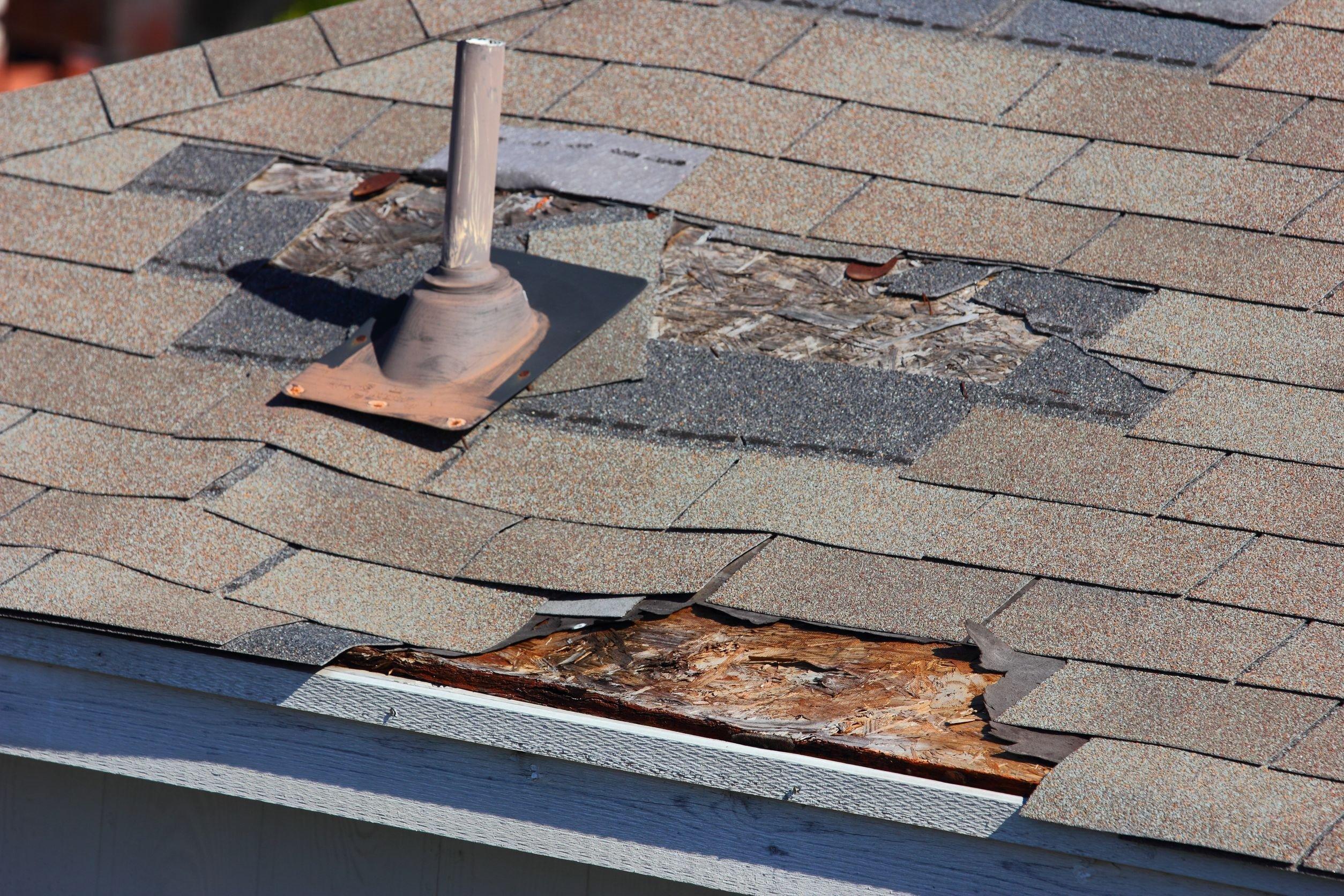 Проверка крыши на наличие повреждений