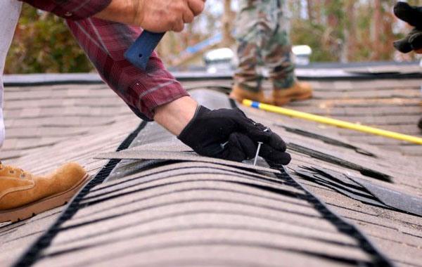 Ремонт крыши частного дома - устранение протечки