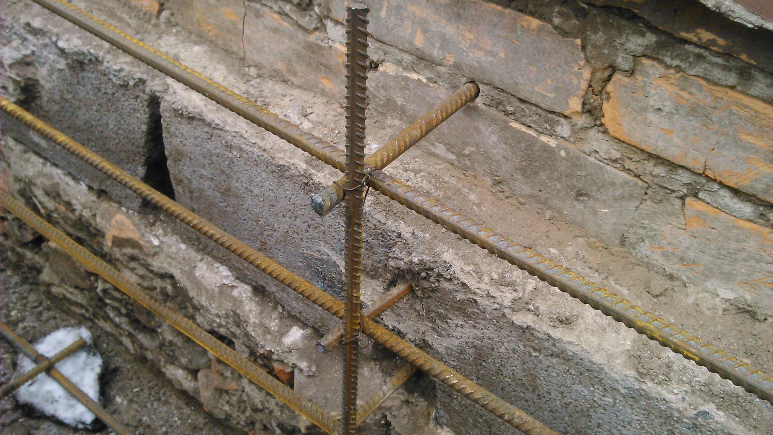 Укрепление фундамента загородного дома при помощи армированного пояса