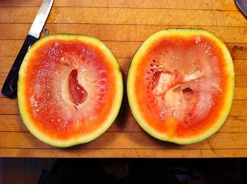 Почему арбуз желтый внутри - можно ли употреблять в пищу
