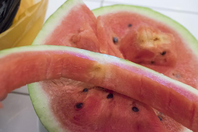 Почему арбуз желтый внутри - вероятность наличия нитратов