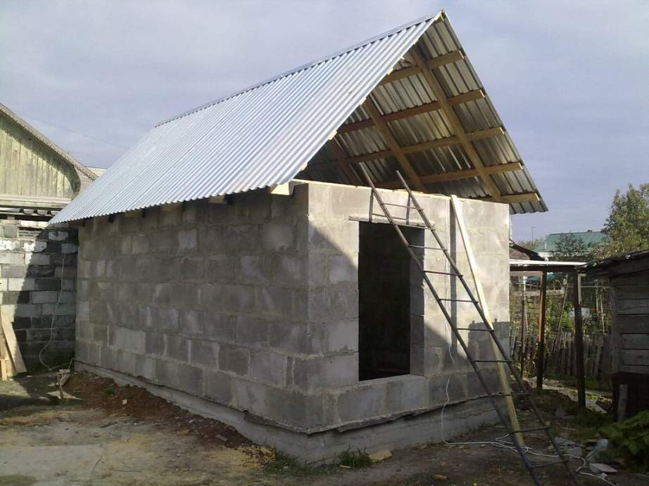 Как построить сарай из газобетона своими руками