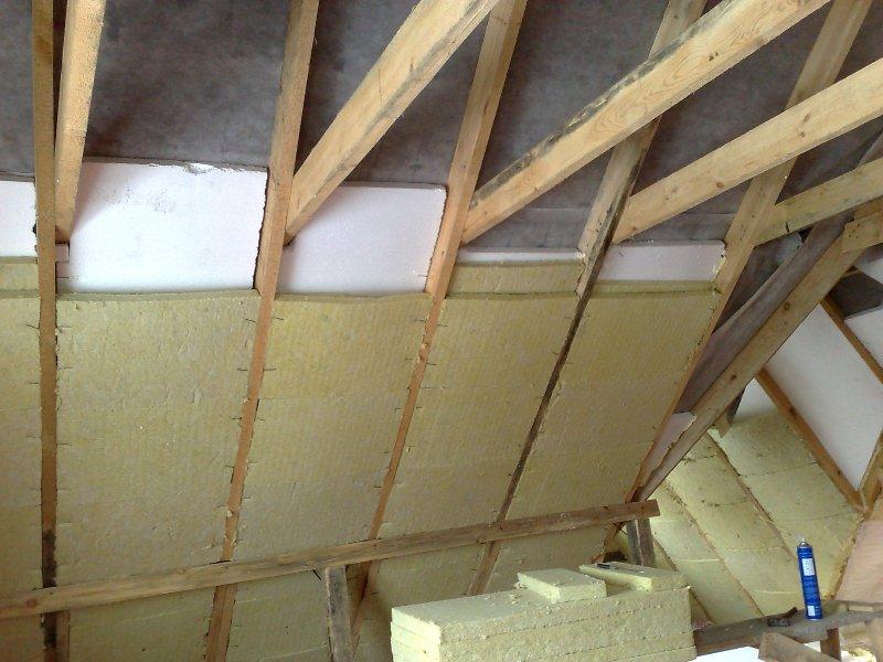 Как лучше утеплить крышу мансарды