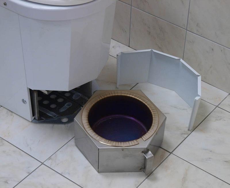 Туалет в деревянном доме с канализацией